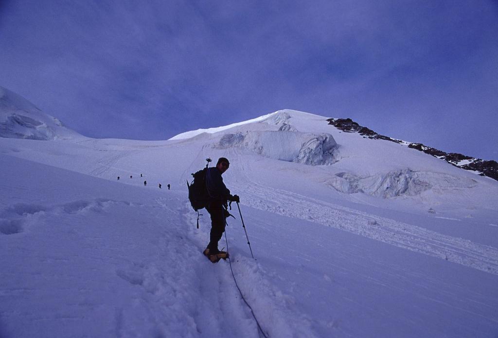 salendo verso la cresta NE del Pizzo Palù Orientale (22-7-2002)