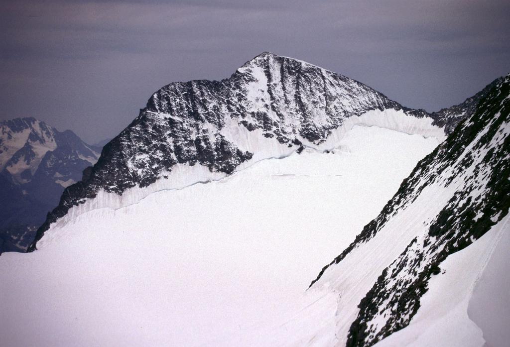 panorami dalla cima : il Pizzo Zupò (22-7-2002)