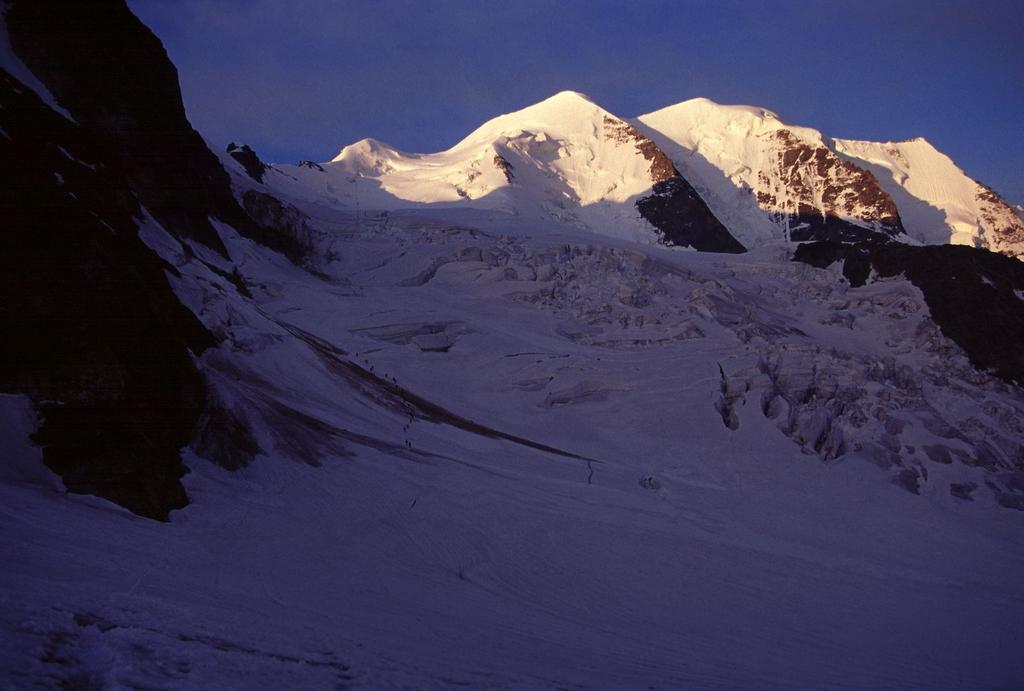 il primo sole sui Pizzi Palù dal Vadret Pers (22-7-2002)