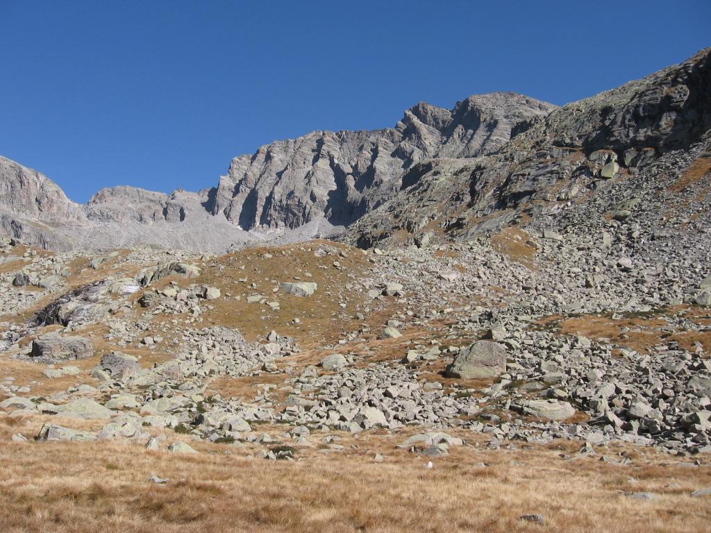 In alto a destra, la Punta Meridionale di Valsoera