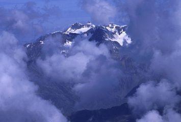 panorami dalla cima : Pizzo Tresero tra le nuvole (19-8-2002)