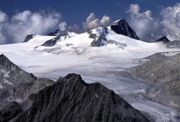 panorami dalla cima : l'Adamello (19-8-2002)