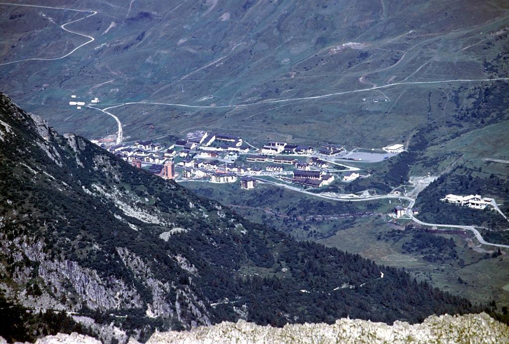 panorami dalla cima : il Passo del Tonale (19-8-2002)