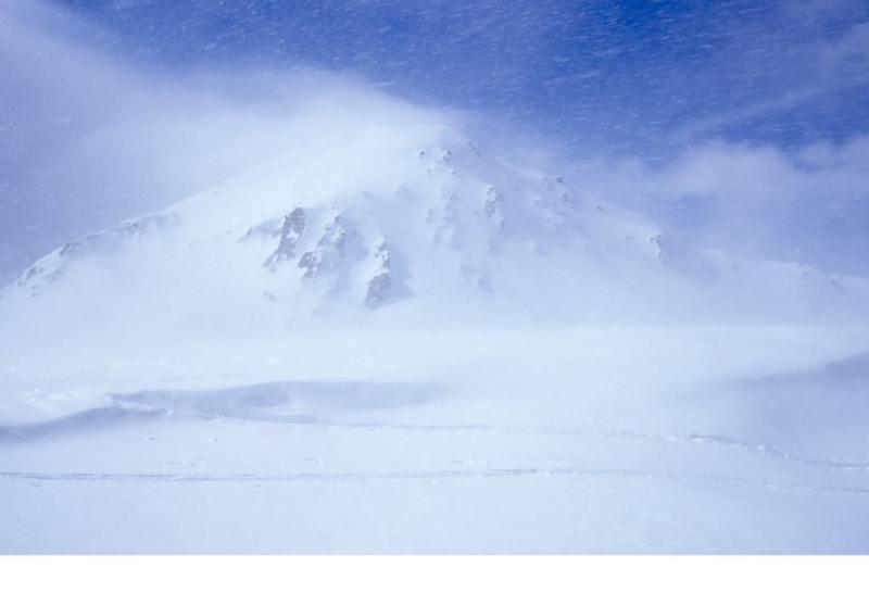 La cima del M. Telliers lungo il percorso di salita fra la tormenta
