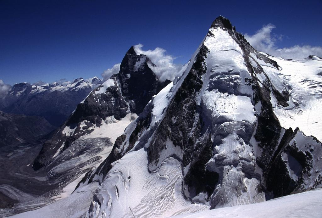 panorami dalla cima : Cervino (a sinistra) e Dent d'Herens (a destra)