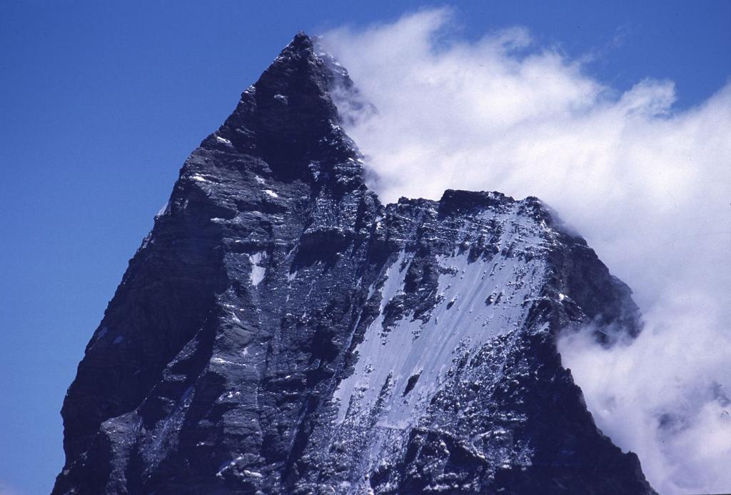 panorami dalla cima : vista ravvicinata sul Cervino