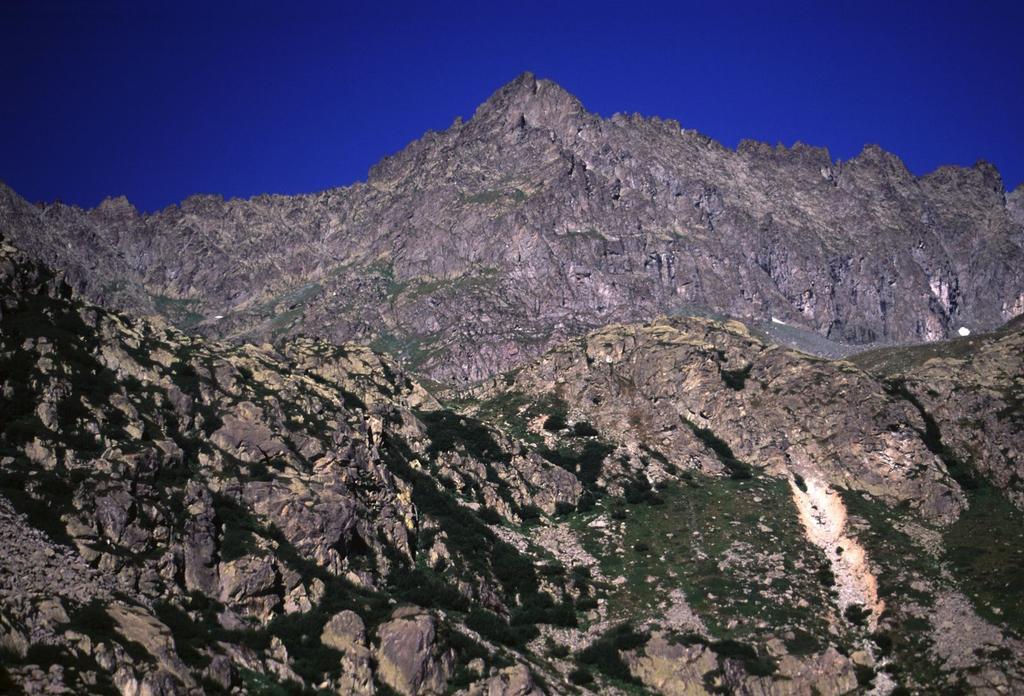 la Punta Roma versante SE dove si svolge la via di salita (26-7-2003)