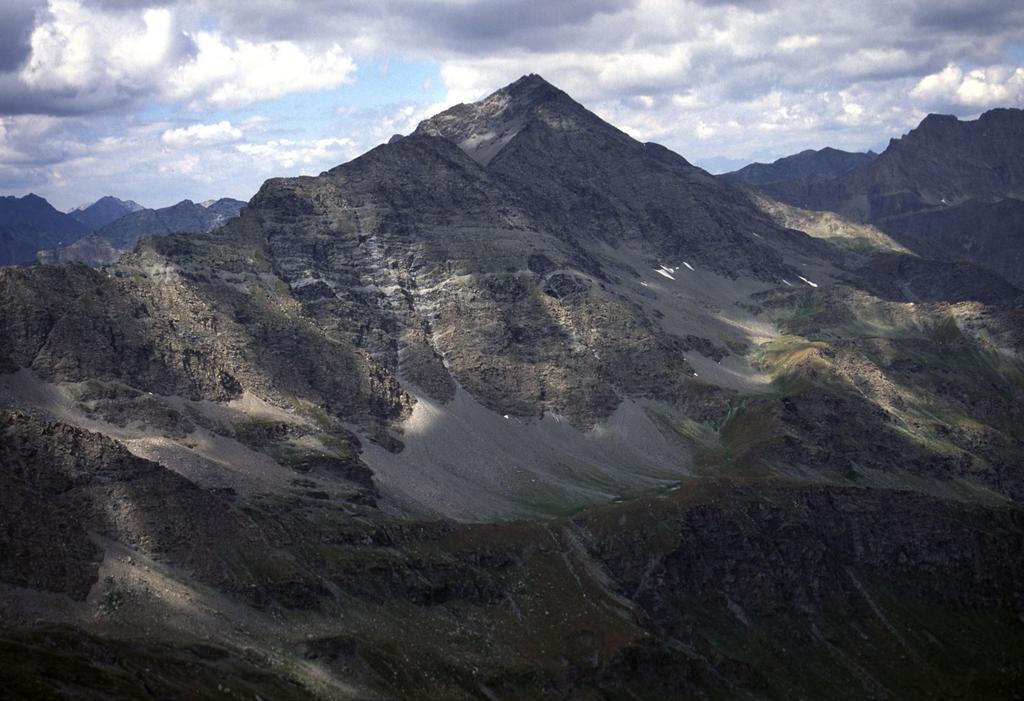 panorami dalla cima : il Monte Aiguillette (26-7-2003)