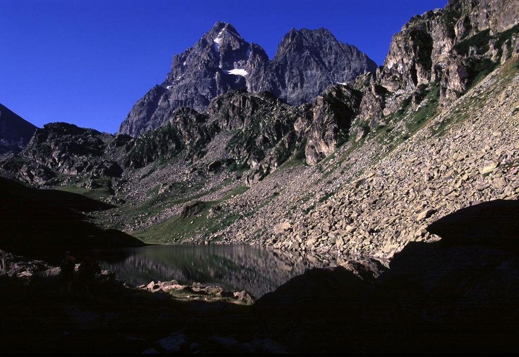 Monviso e Visolotto osservati dal Lago Fiorenza (26-7-2003)