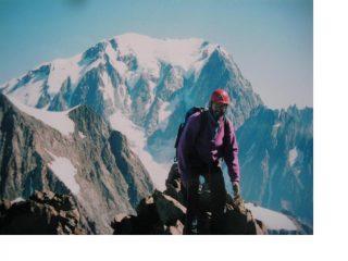 Michele in azione sulla cresta finale con dietro il Bianco