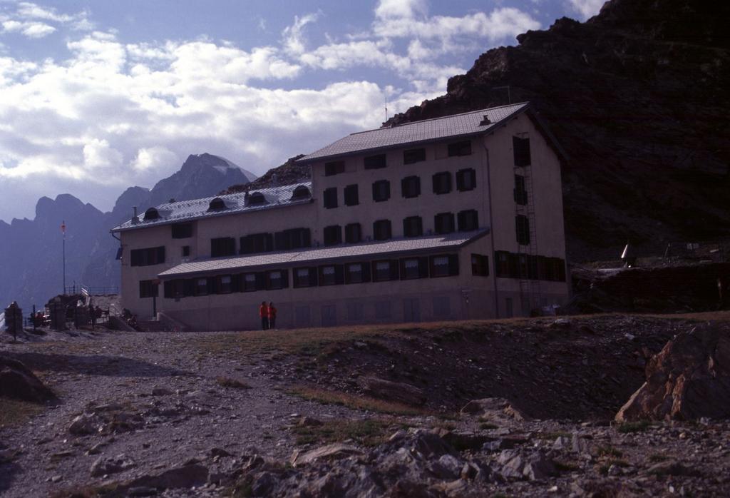 il grande Rifugio Marinelli (8-8-2003)