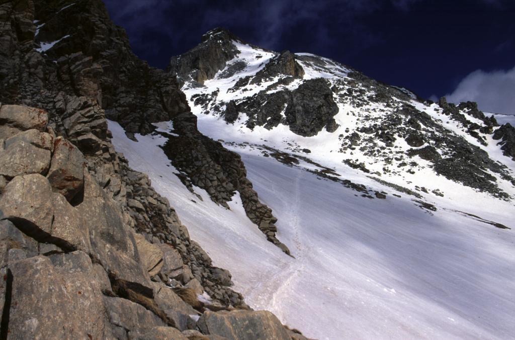la parte alta della via di salita vista dal Colle di Vers (25-4-2004)