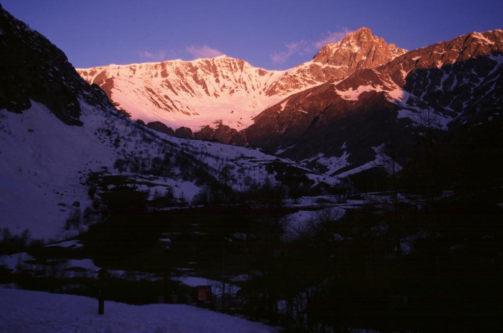prime luci del sole dal Rifugio Melezè (25-4-2004)