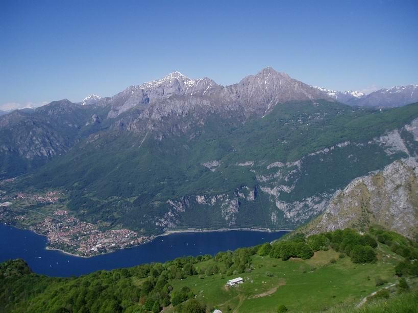 Dalla cima panorama verso il Lago e Le due Grigne