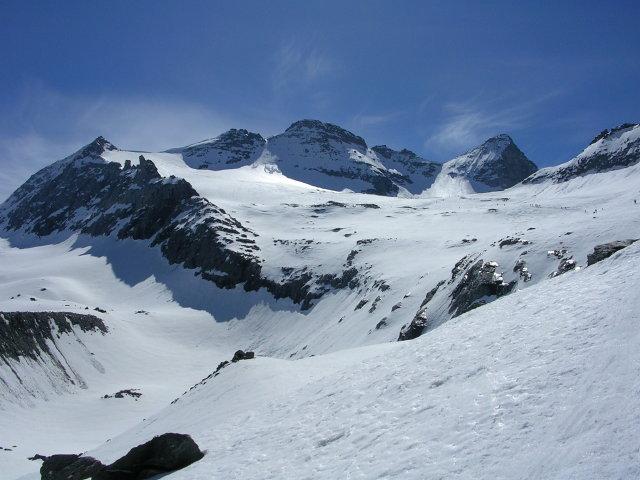 la cima risalendo il vallone dietro l'Hubschorn