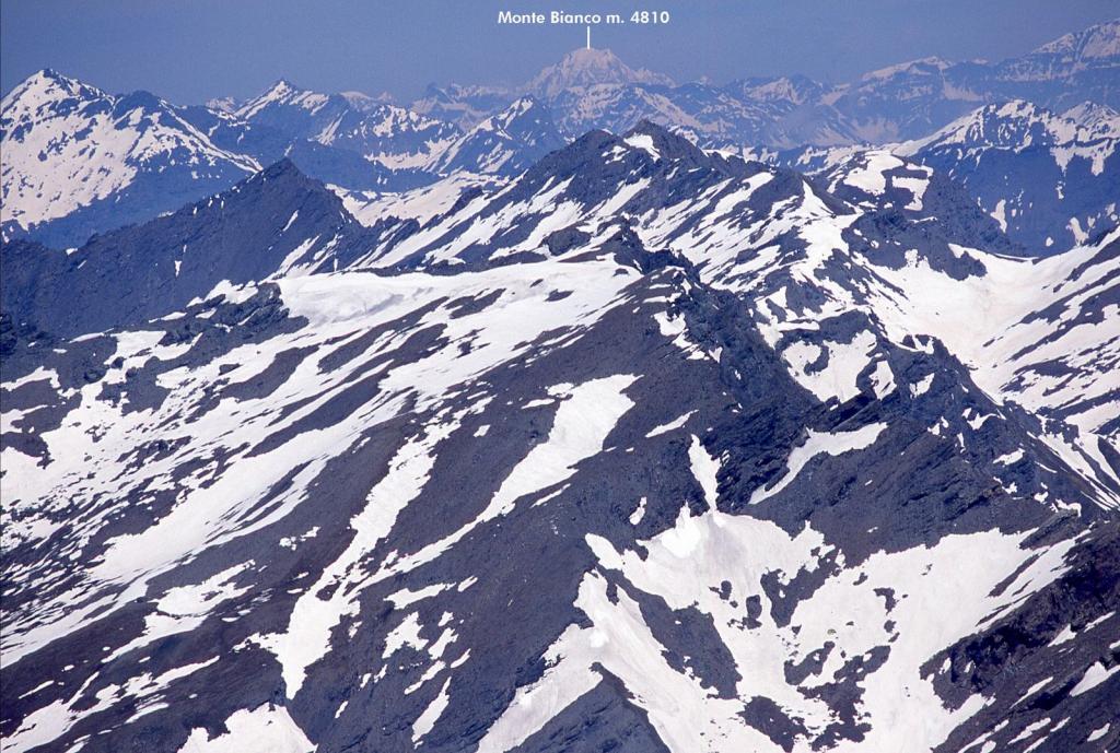 panorami osservati dalla cima...04 (30-5-2004)
