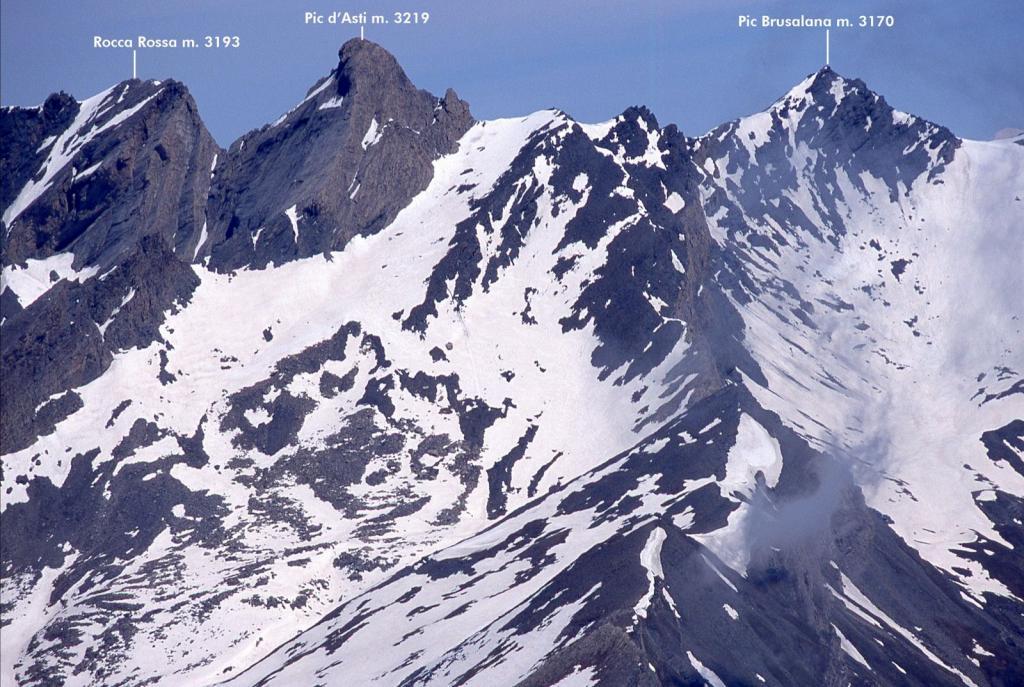 panorami osservati dalla cima...08 (30-5-2004)
