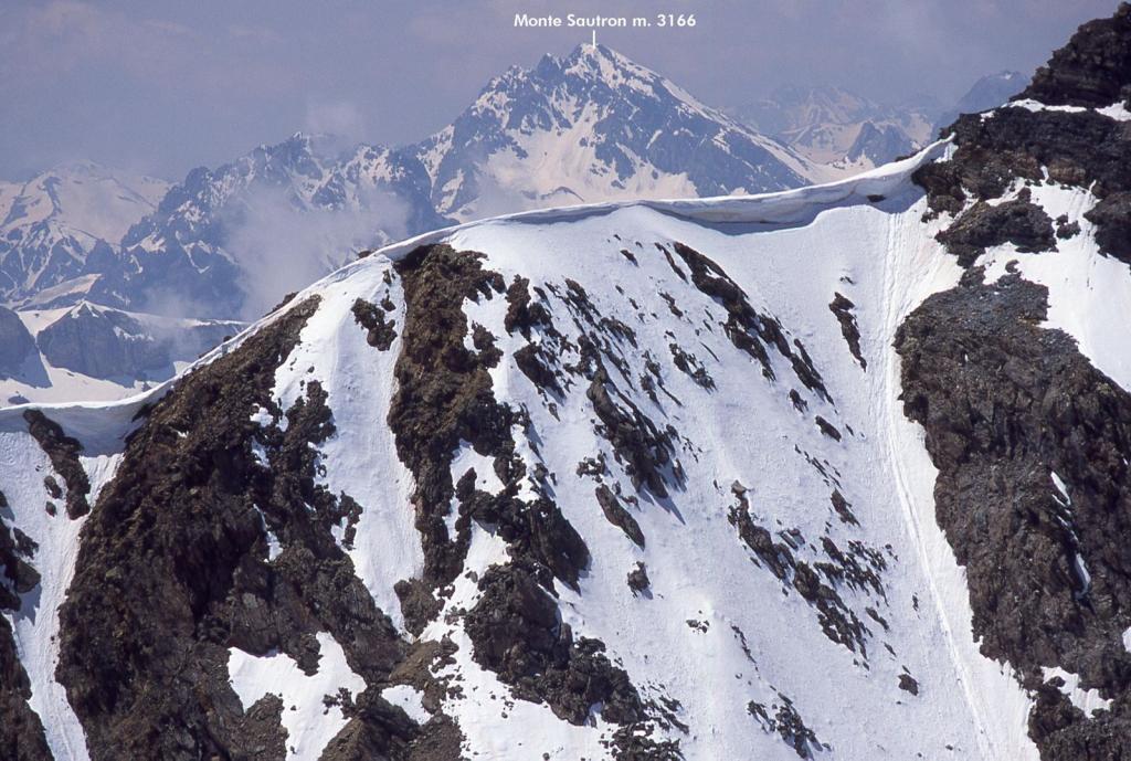 panorami osservati dalla cima...06 (30-5-2004)