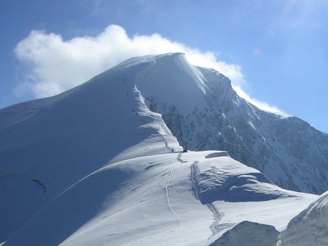 La cresta e la vetta dalla quota 3820 m