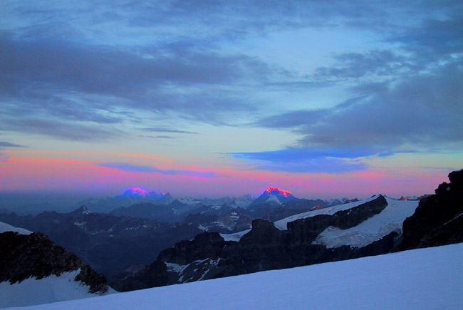 Alba sul Bianco salendo sul ghiacciaio di Felik