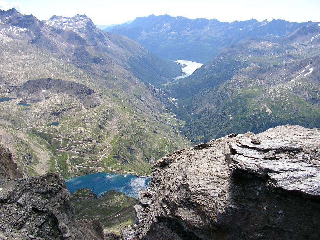 panoramica dalla cima con il lago di Ceresole