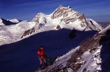 le prime luci del sole sulla cresta Sud-Est del Monch (22-8-2004)