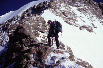 Stelvio sale lungo la bella cresta SE del Monch (22-8-2004)