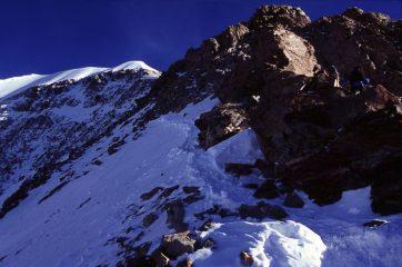 il primo risalto di misto della cresta SE del Monch (22-8-2004)
