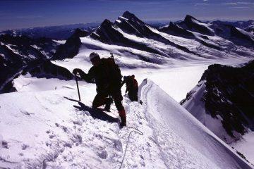 Davide e Alberto salgono verso la cima (22-8-2004)