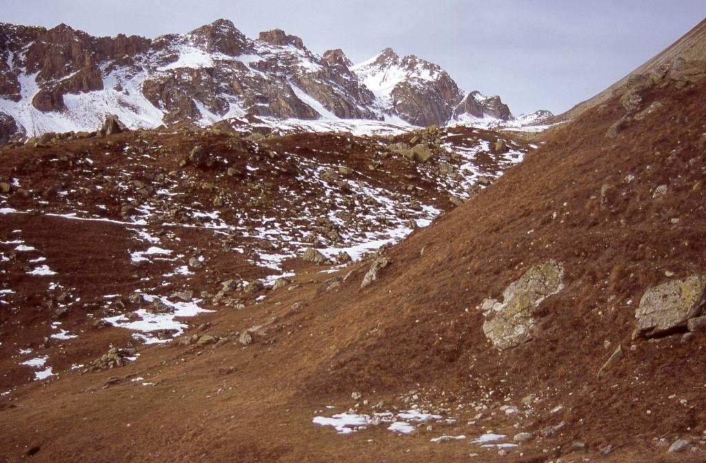 salendo nel Vallone del Maurin...qui asciutto (28-11-2004)