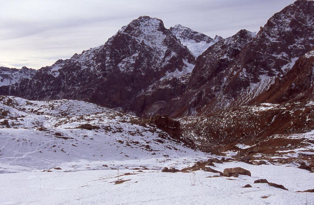 la prima parte del Vallone Maurin imbiancato (28-11-2004)