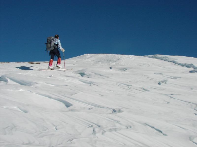 percorrendo la cresta sud, a pochi metri dalla cima