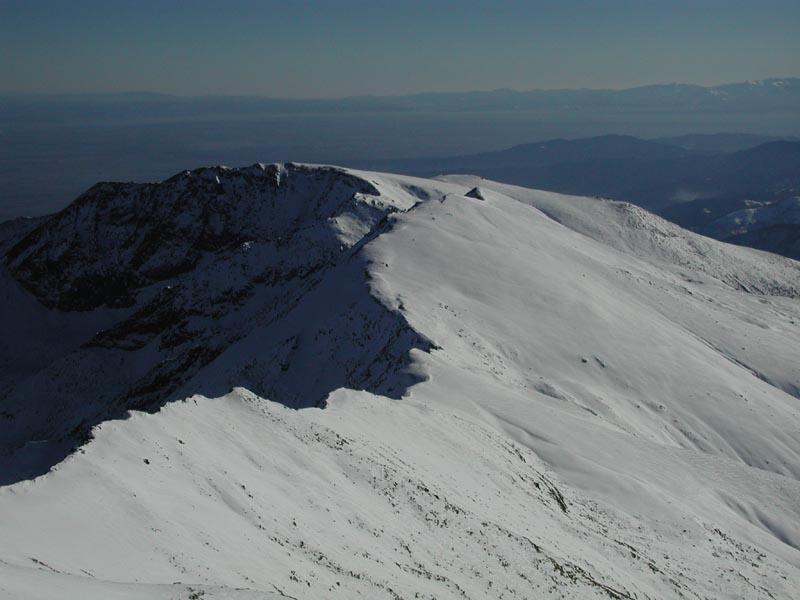 Dalla vetta, panorama sul Briccas e sulla pianura.