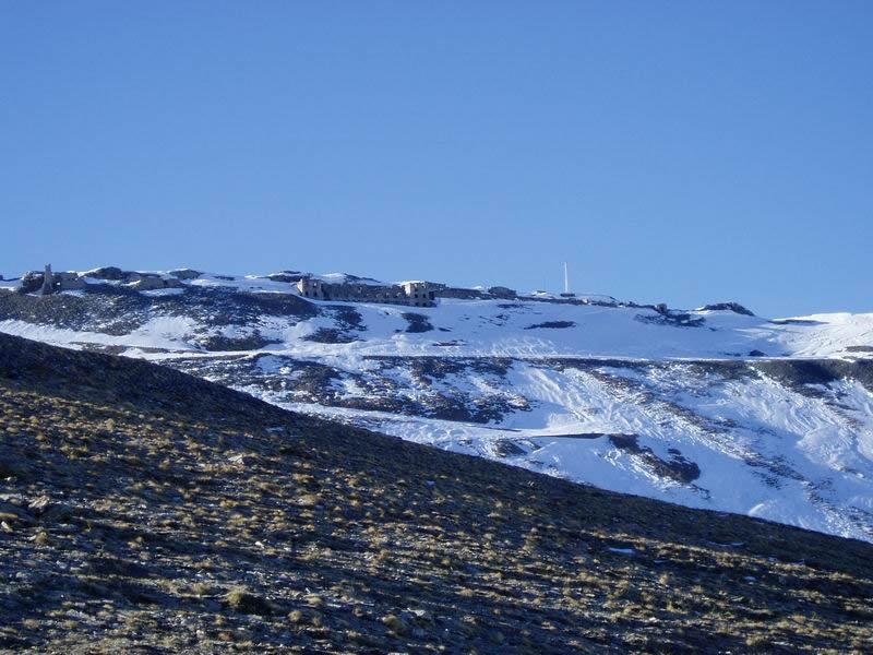 Monte Jafferau e forte visto dalle Rochers de l'Anglè