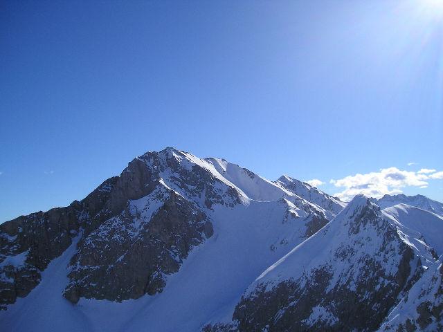 scattata dalla cima del Servatun: in primo piano il Monte Bussaia. Dietro si intravede la Rocca d'Orel