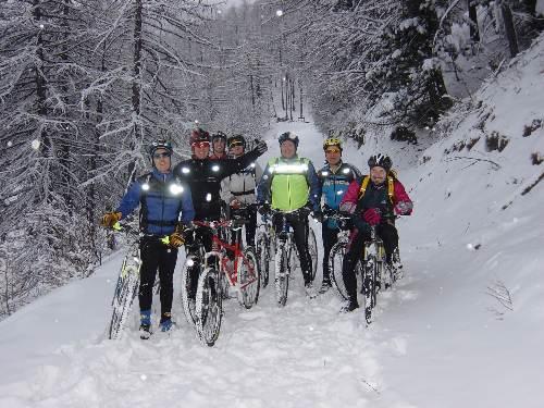 Foto di gruppo lungo il percorso. Altre foto su http://www.evs-mtb.com/