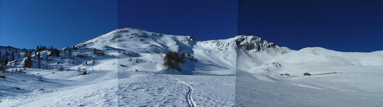 L'ultimo alpeggio a quota 2209 m., la punta e il canale che abbiamo sceso