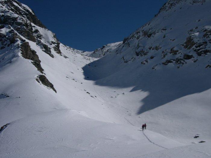 l'arrivo al Col Perrin con lo sfondo del vallone che conduce alla Gran Cima