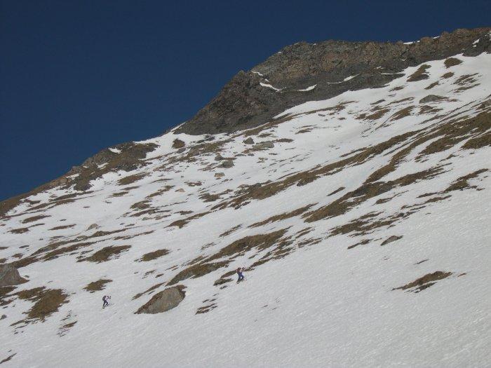 seconda parte dell'itinerario, a sinistra il traverso dove si esce sull'ultimo pendio