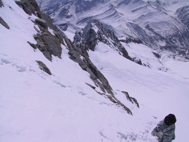 tratto terminale alpinistico con sfondo la val ferret