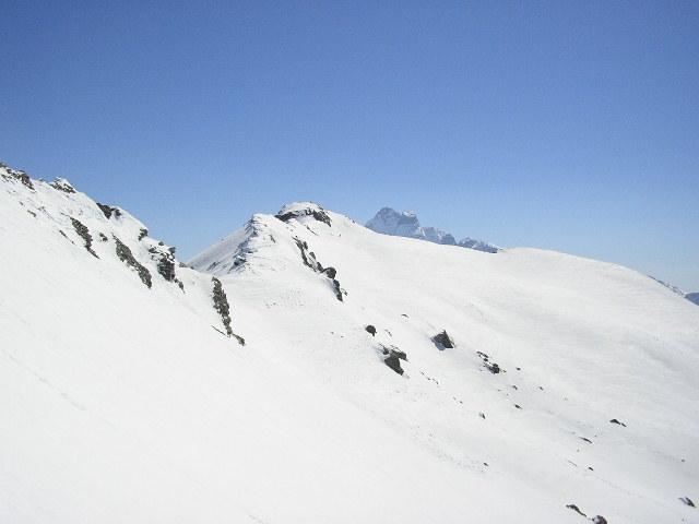 punta d'Alp e dietro il Re di Pietra visti salendo al Caramantran