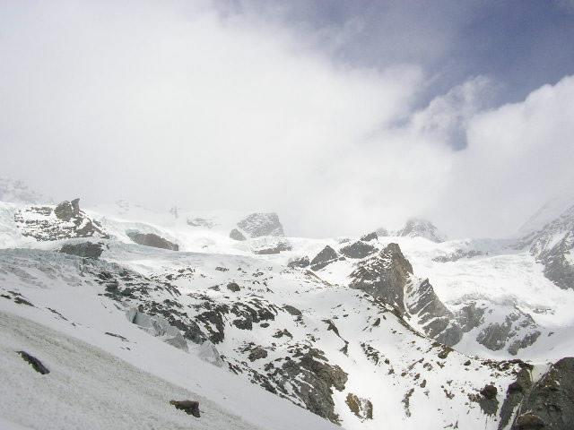 i ghiacciai che circondano il rifugio Lambronecca