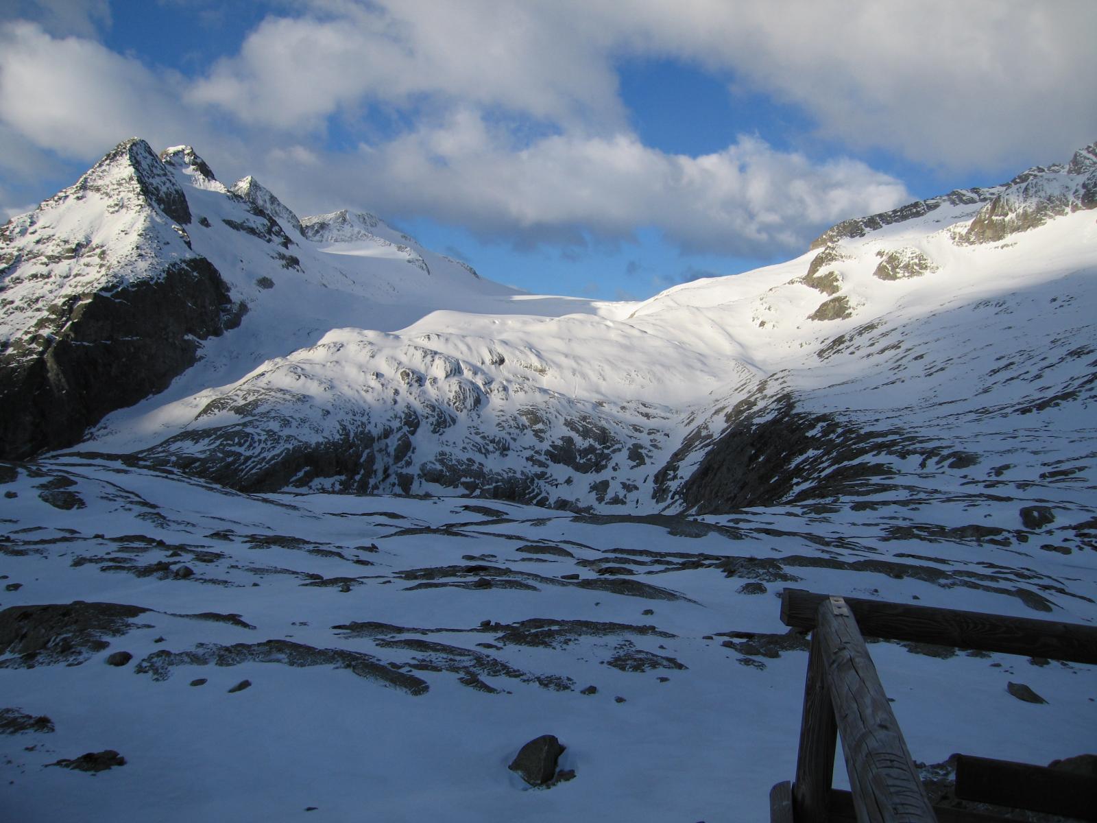 al mattino è evidente il percorso per raggiungere il ghiacciaio