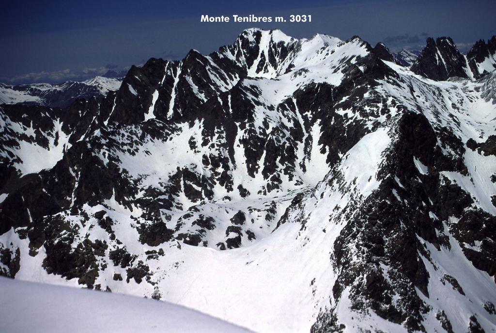 panorami dalla cima : Monte Tenibres (15-5-2005)