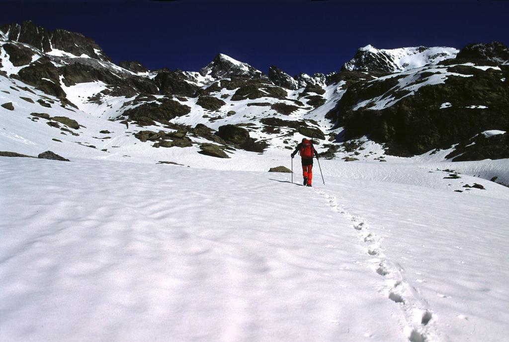 Alberto sale nella conca del Lausfer (15-5-2005)