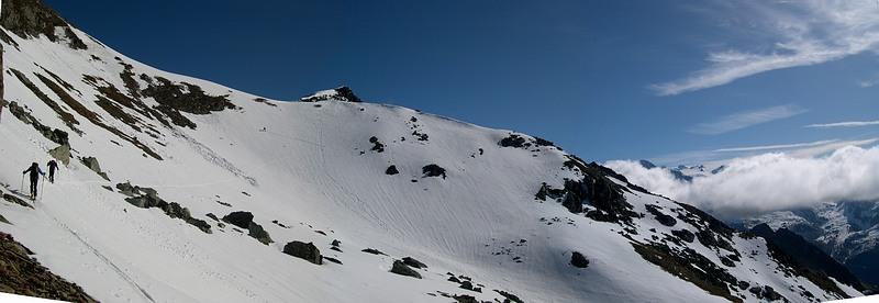 Ultimi pendii nevosi sotto la cima.