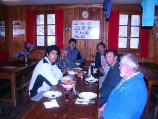 pochi clienti oggi per il Refuge de Nice...eravamo tutti qui ! (21-5-2005)