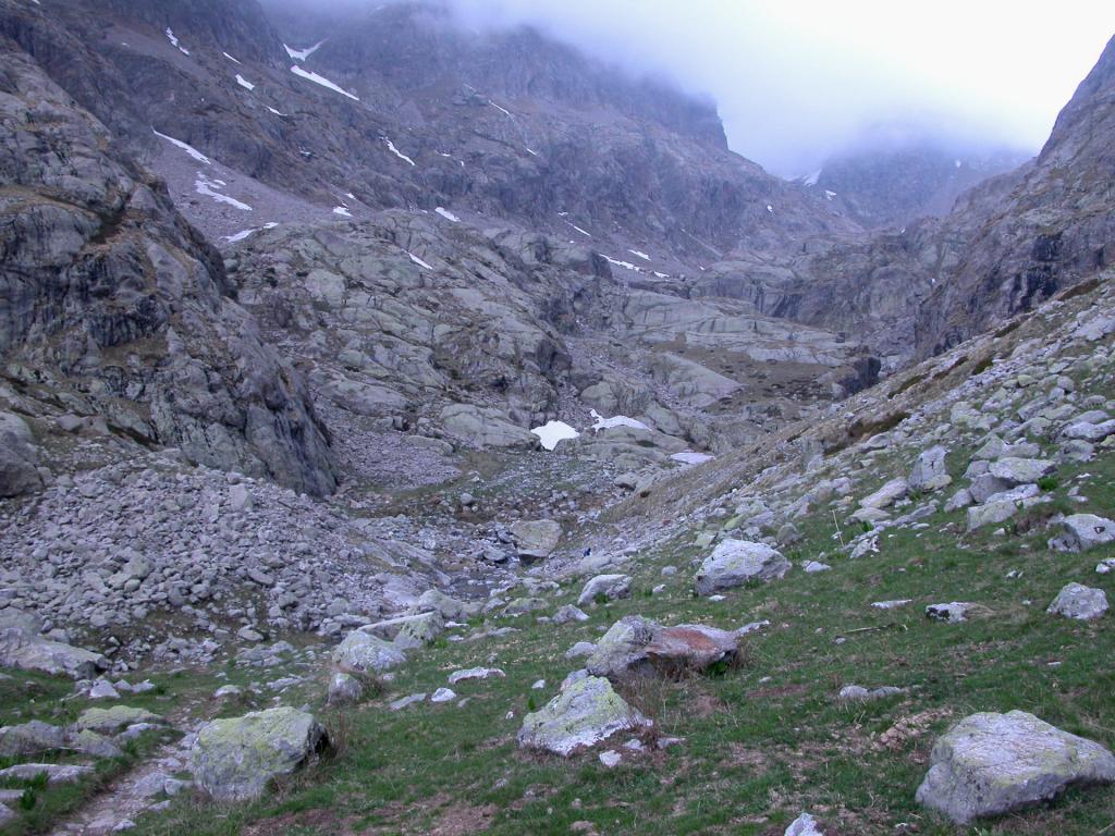 risalendo la parte alta del Vallon de la Gordolasque (21-5-2005)