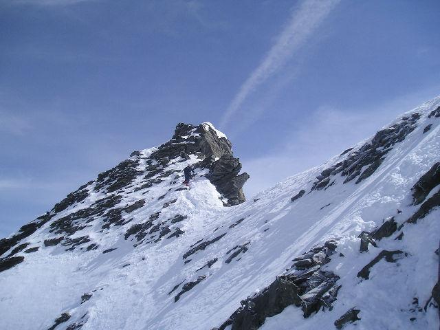 in cresta, a pochi metri dalla vetta