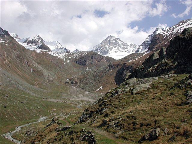 Il vallone visto dalle alpi en bas.